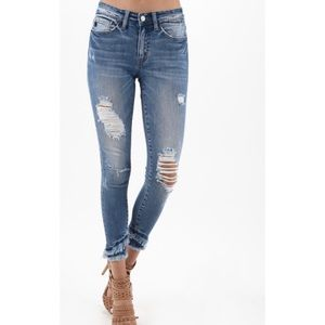 ✍🏼PREORDER NOW!✍🏼 KanCan Distressed Ankle Jeans
